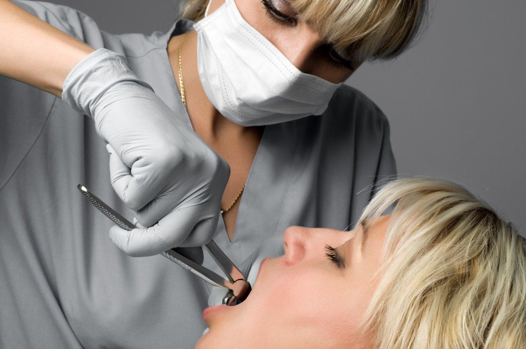 Woman geeting a tooth extraction