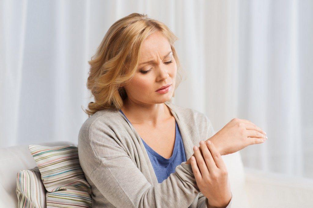 woman massaging her wrist